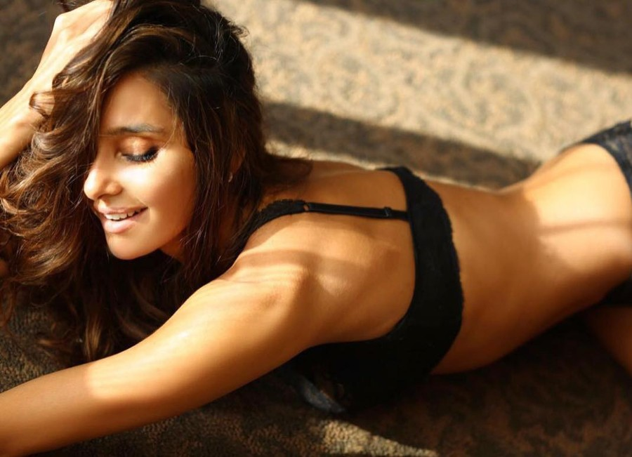 Shibani Dandekar teases fans with another set of Insta Pics