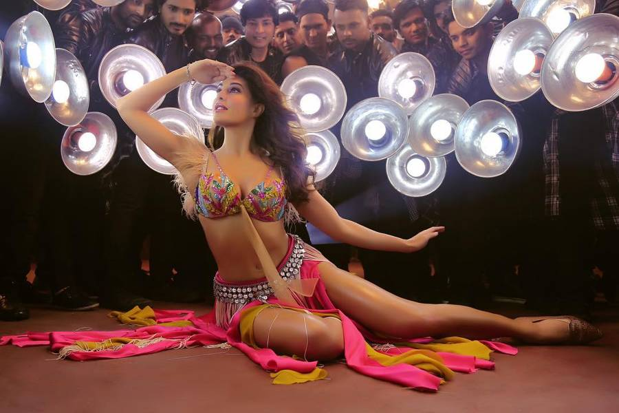 Ek Do Teen, The Jacqueline Fernandez Version