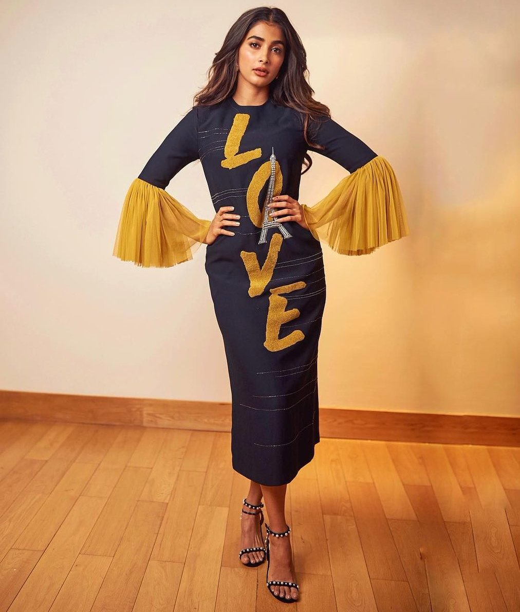 Pooja Hegde for Maharshi promotions!