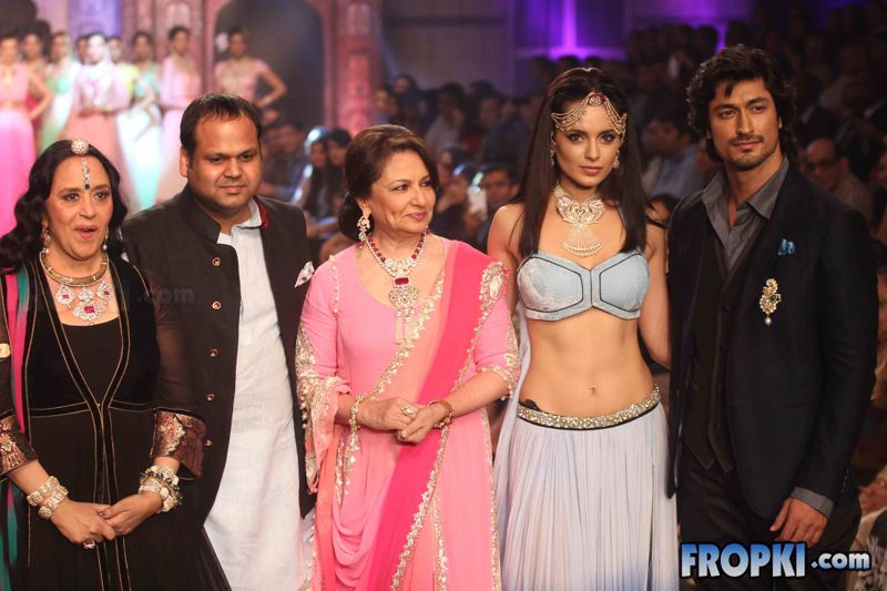 Kangana at Birdhichand Show At IIJW 2013