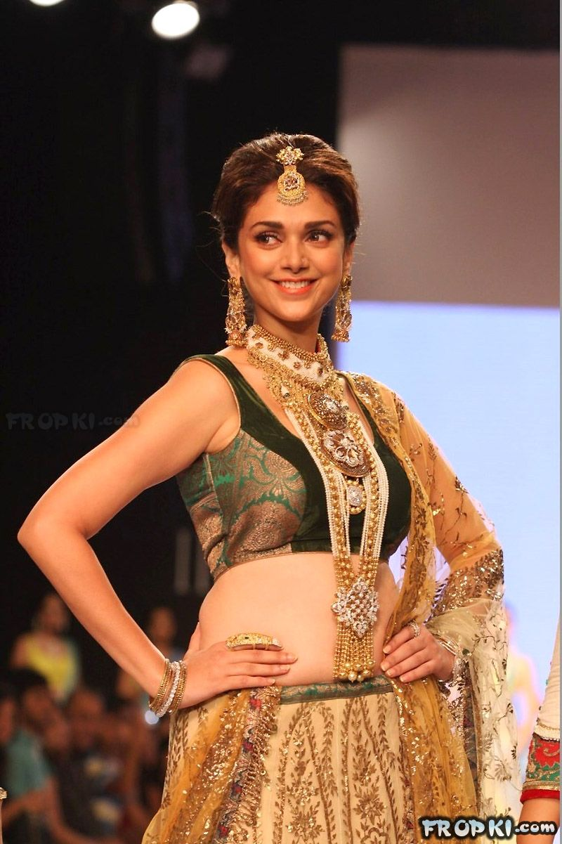 Sexy Aditi Rao Talks About Jewelry in IIJW 2013