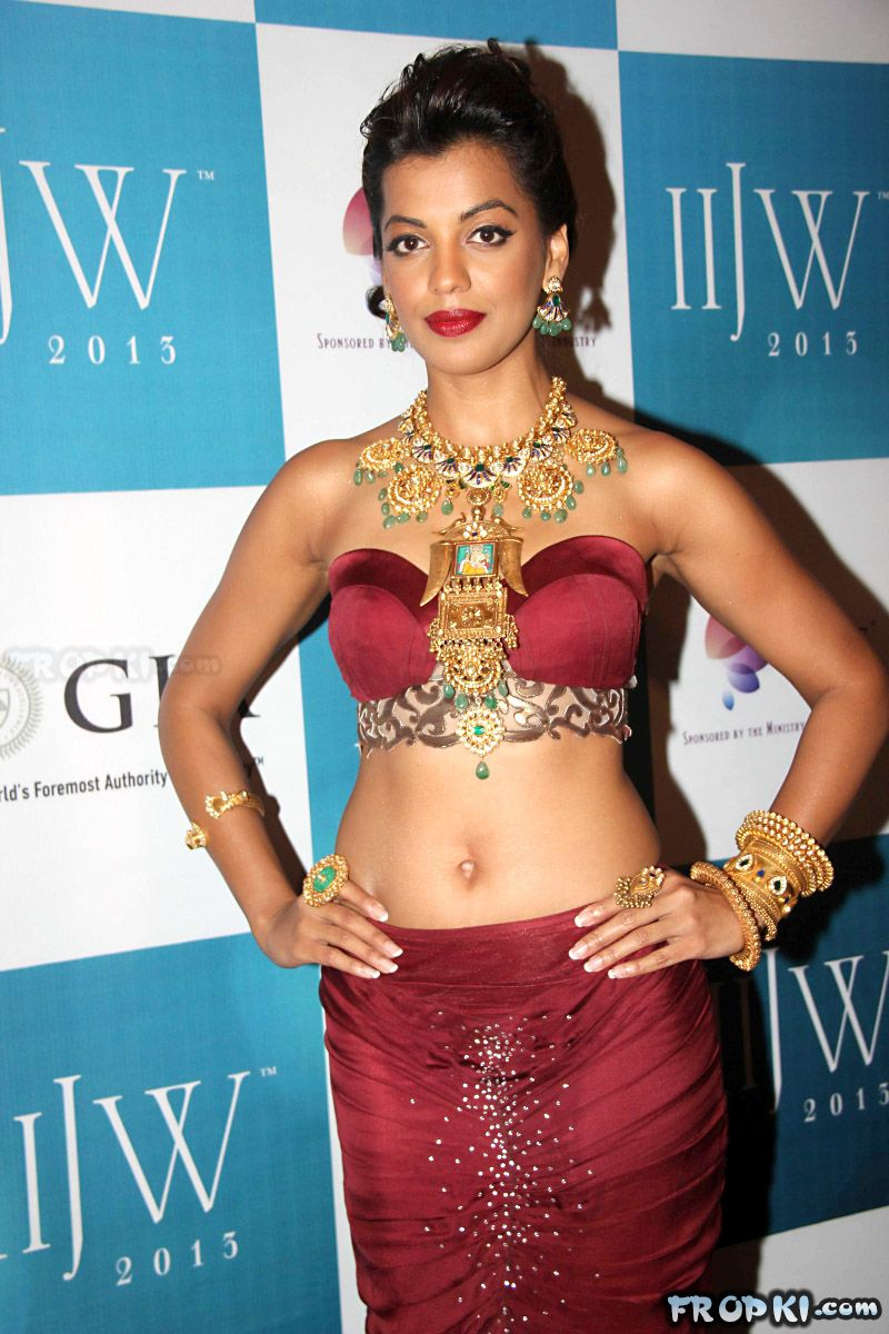 Mugdha Godse walks the ramp for at IIJW 2013