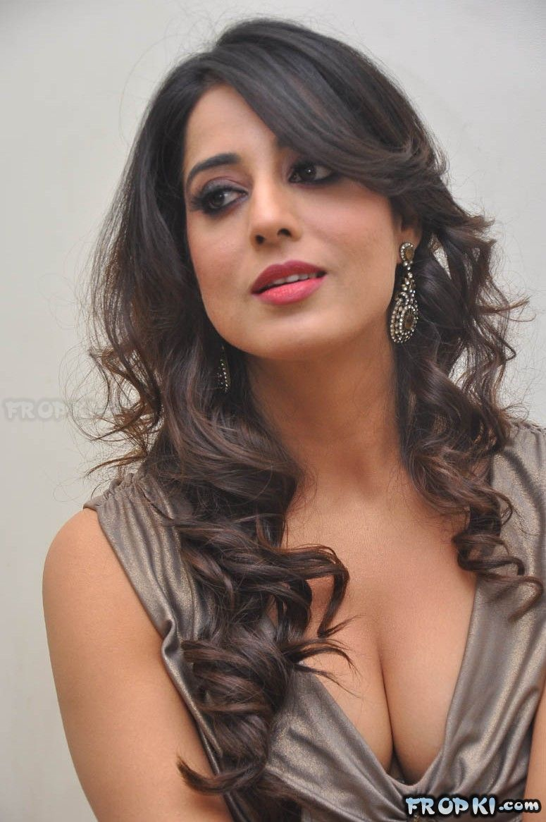 Mahie Gill Photos at Thoofan Audio Launch