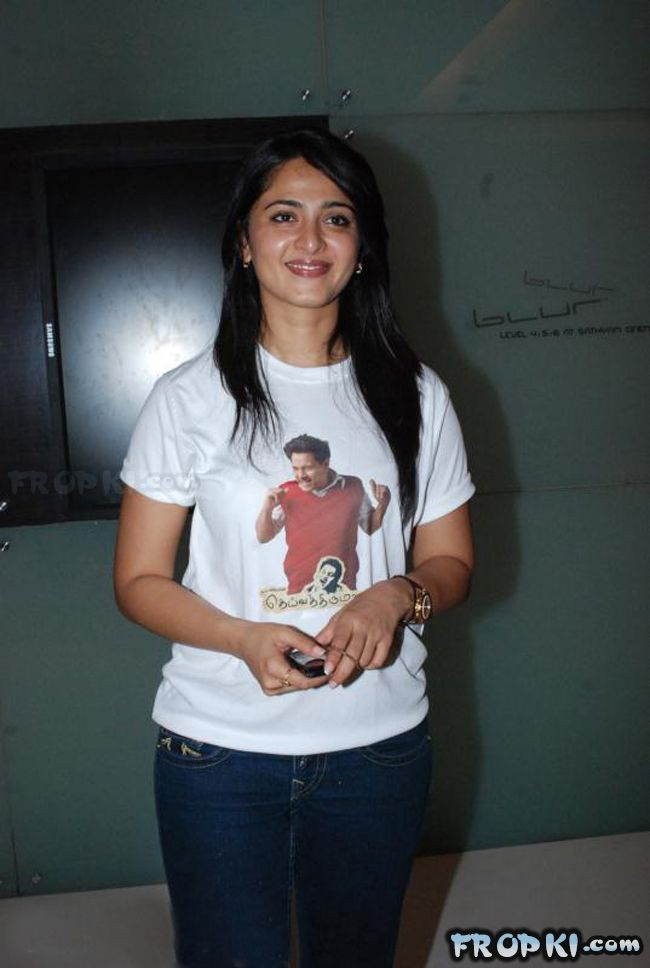 Anushka Hot in Jeans Stills