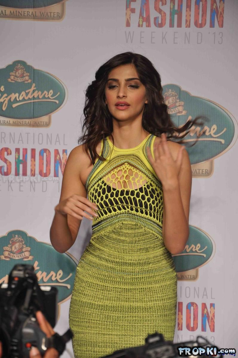 Sonam Kapoor Ramp walk at Signature Fashion
