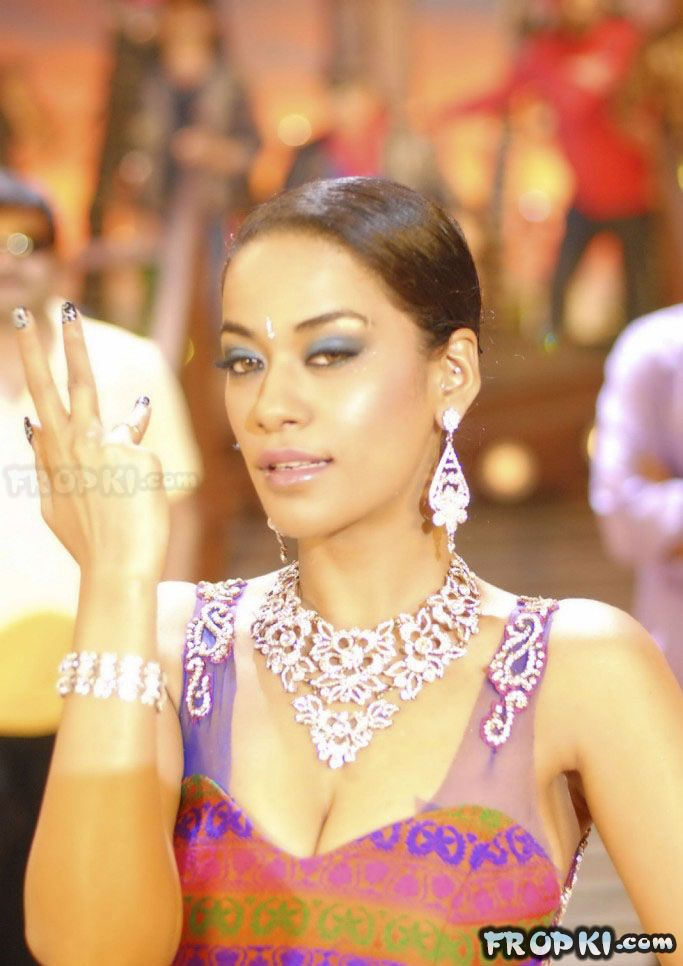 Mumaith Khan Dance Item Stills