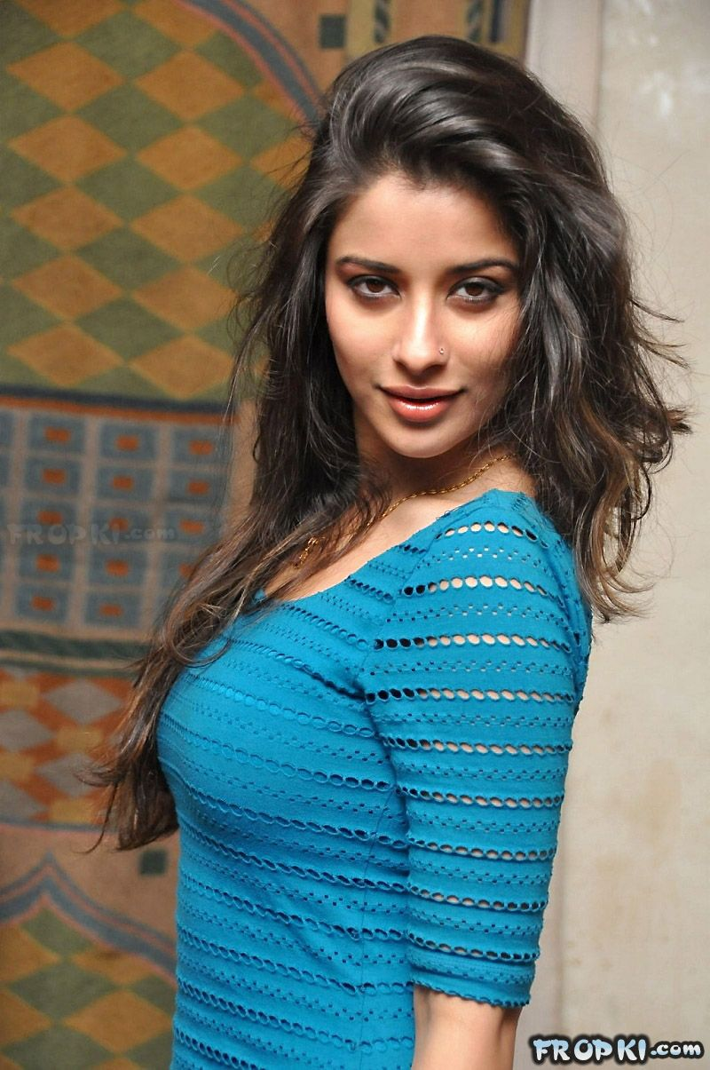 Madhurima Sizzles in Blue Dress