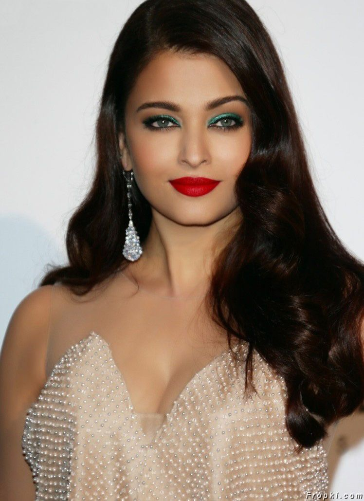 Bollywood Divas Flaunting Kissable Red Lips Page 6