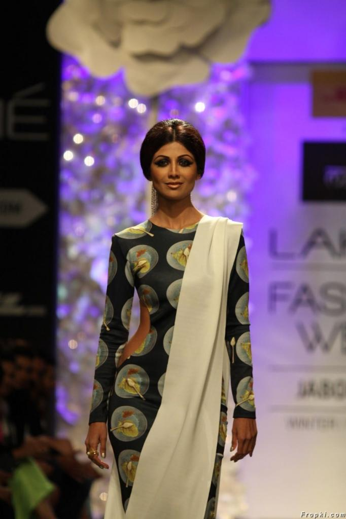 Celebs Walks The Ramp for Amit Aggarwal at LFW '14