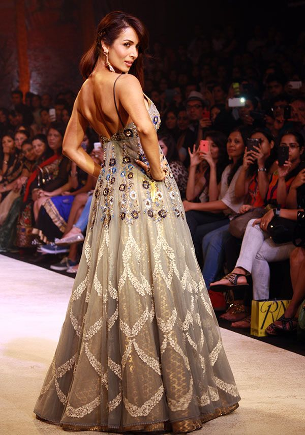 Bollywood Ladies with HOTTEST backs - Jul'14