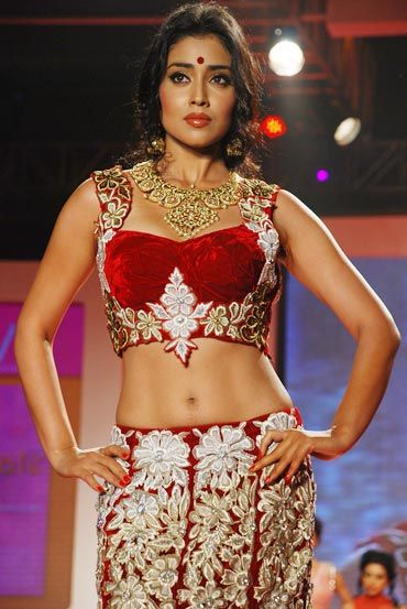 Shriya Saran's a GODDESS on the ramp!