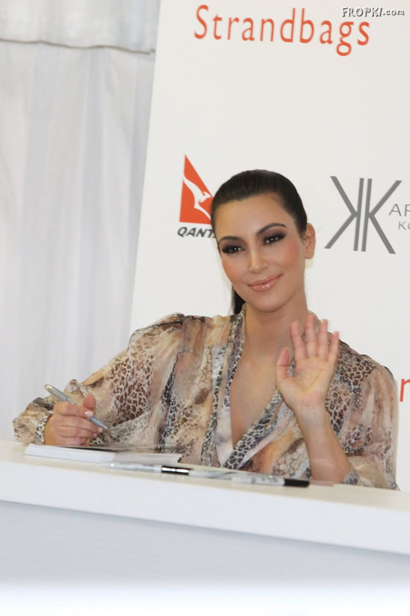 Kim Kardashian meets and greets her Fans