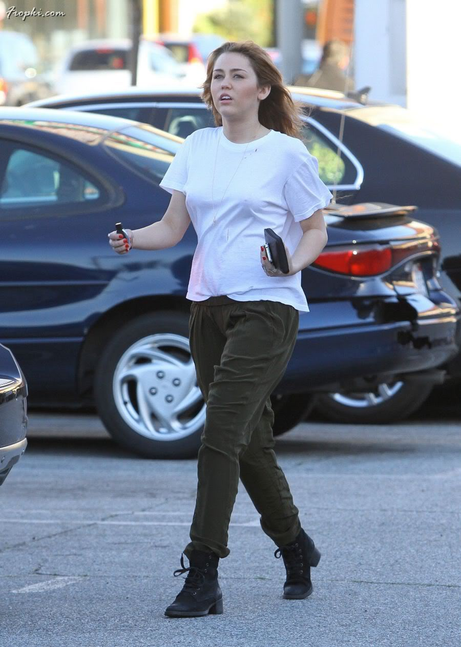 Miley Cyrus without innerwear in Hollywood