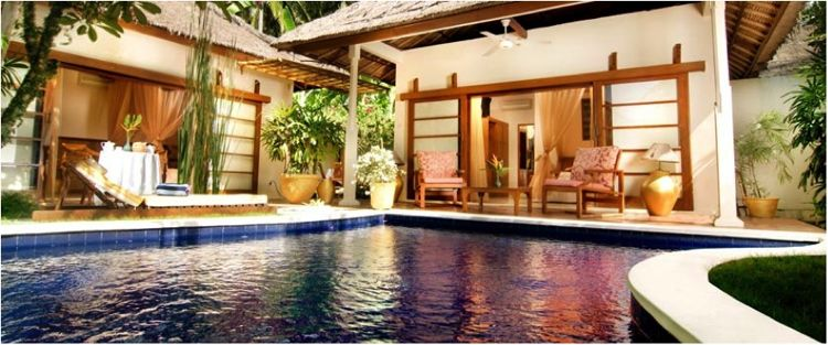 17 Best Water Surrounded Hotels for Relaxation & Luxury
