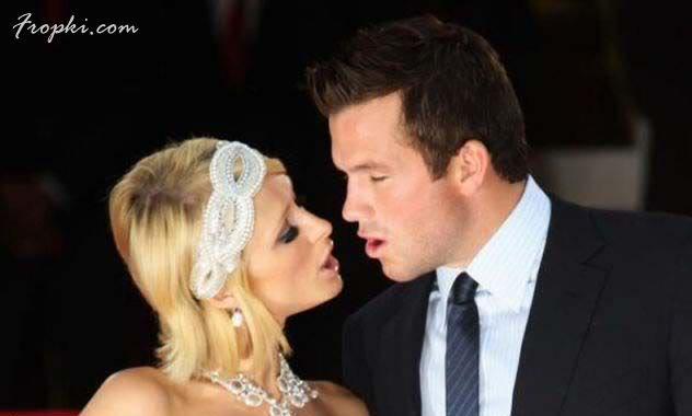 Awkward Kisses of Famous People