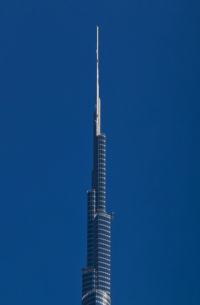 Burj Khalifa clicked in 1 Magnificient photo, or?