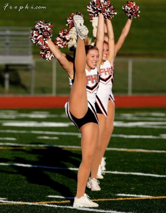 Sexy Cheerleaders High Kicking