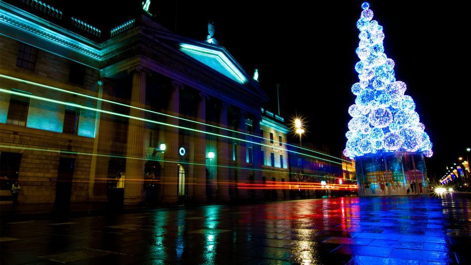 8 Christmas Light Shows Will Rock Your Stockings Off