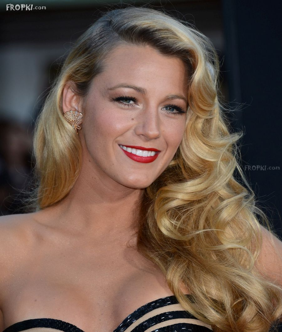 """Blake Lively at """"Savages"""" Premiere in Los Angeles"""