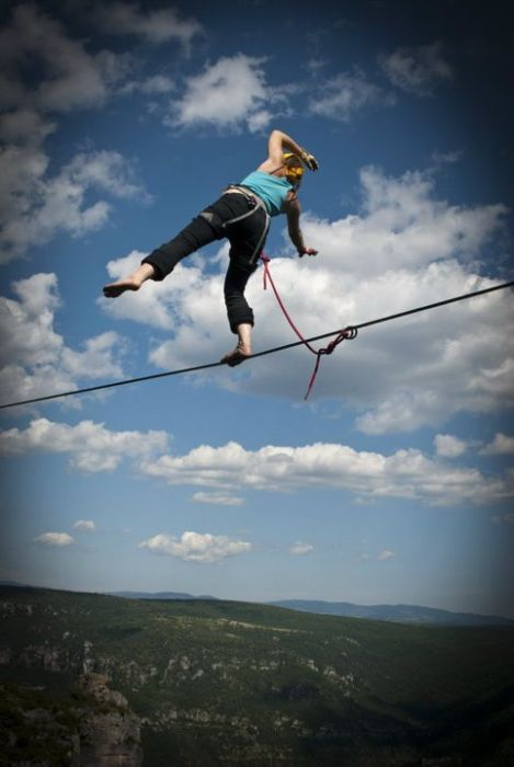 Daredevil Acrobat Walks 2,750 ft wire in a pair of Stilettos