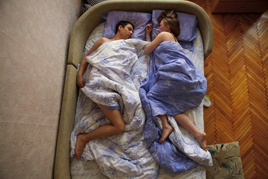 Intimate Portraits of Sleeping Pregnant