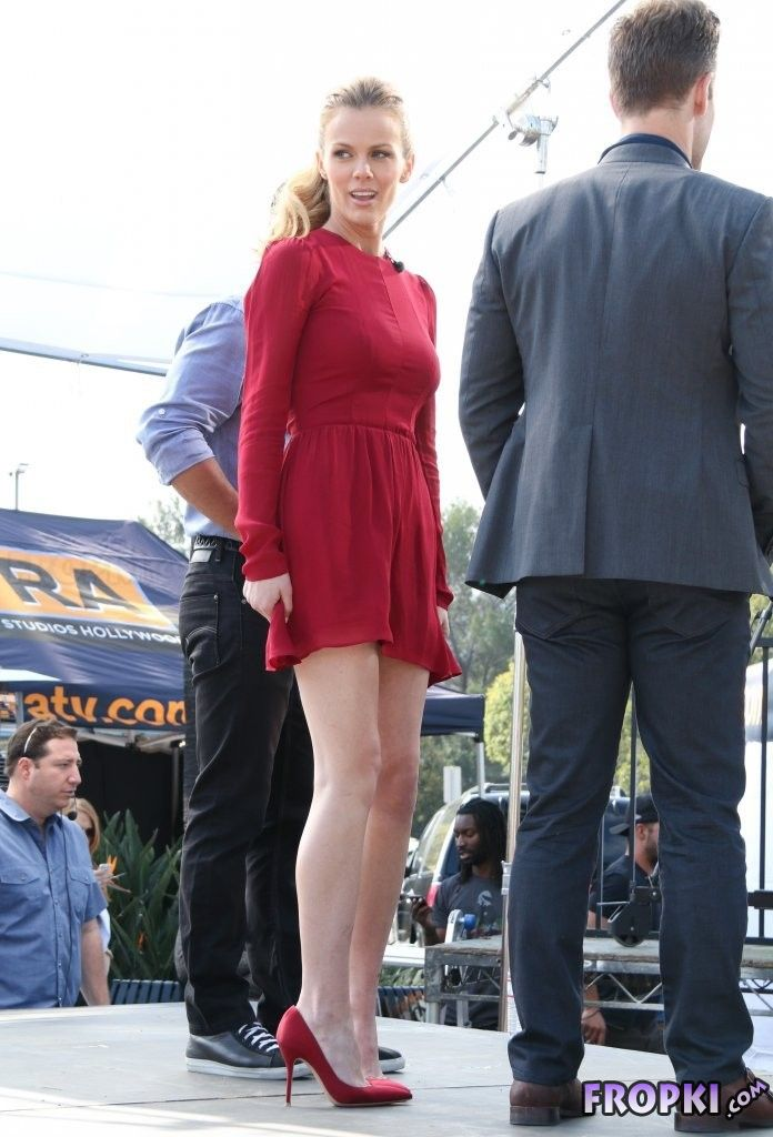 "Brooklyn Decker On the set of ""Extra"" in LA"
