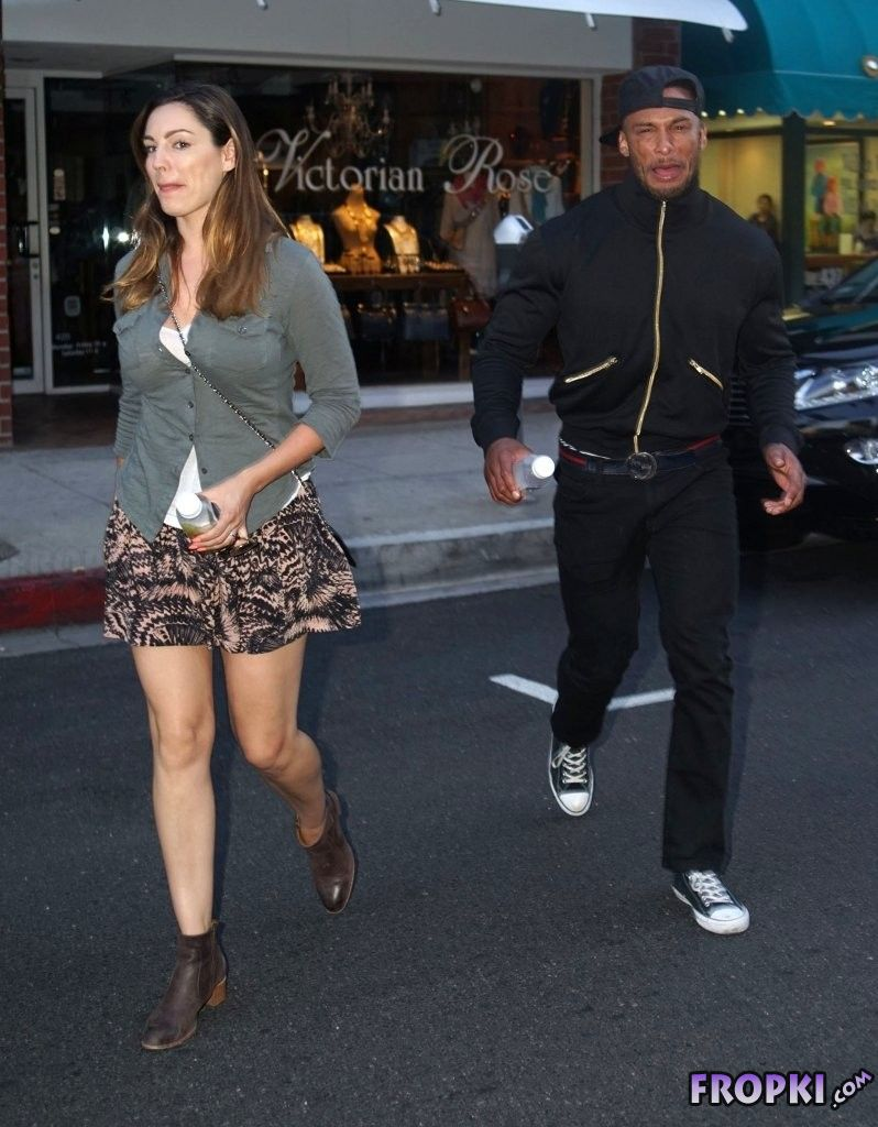 Kelly Brook - Shopping Candids in Beverly Hills
