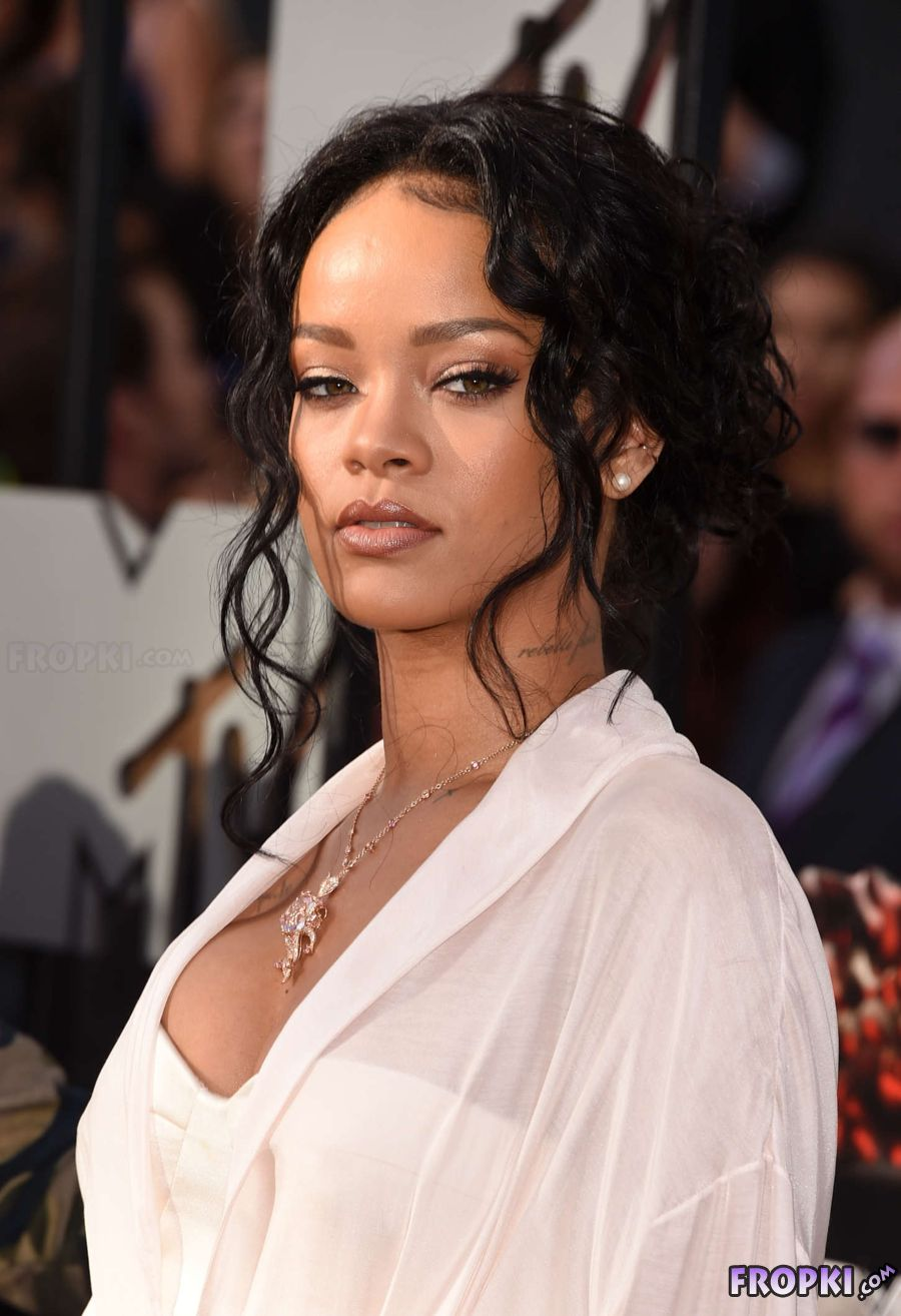 Rihanna - 2014 MTV Movie Awards in LA