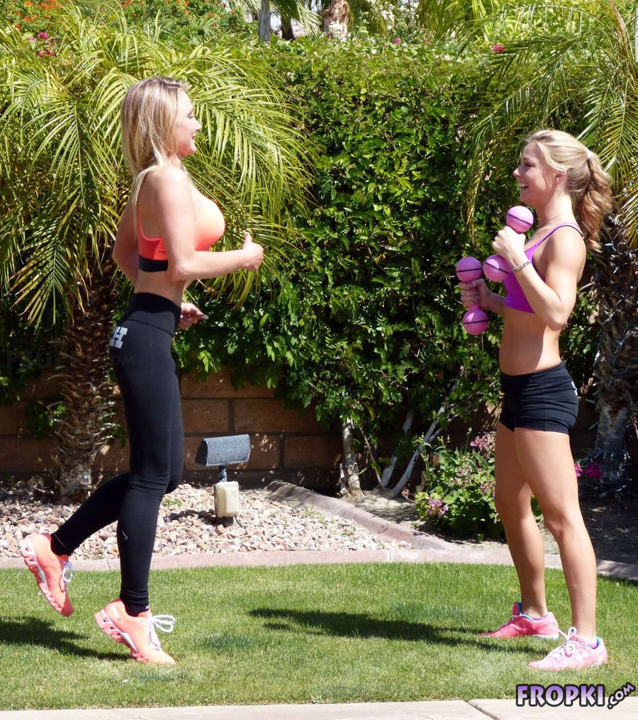 Nikki Leigh Working Out in California (Apr-17)