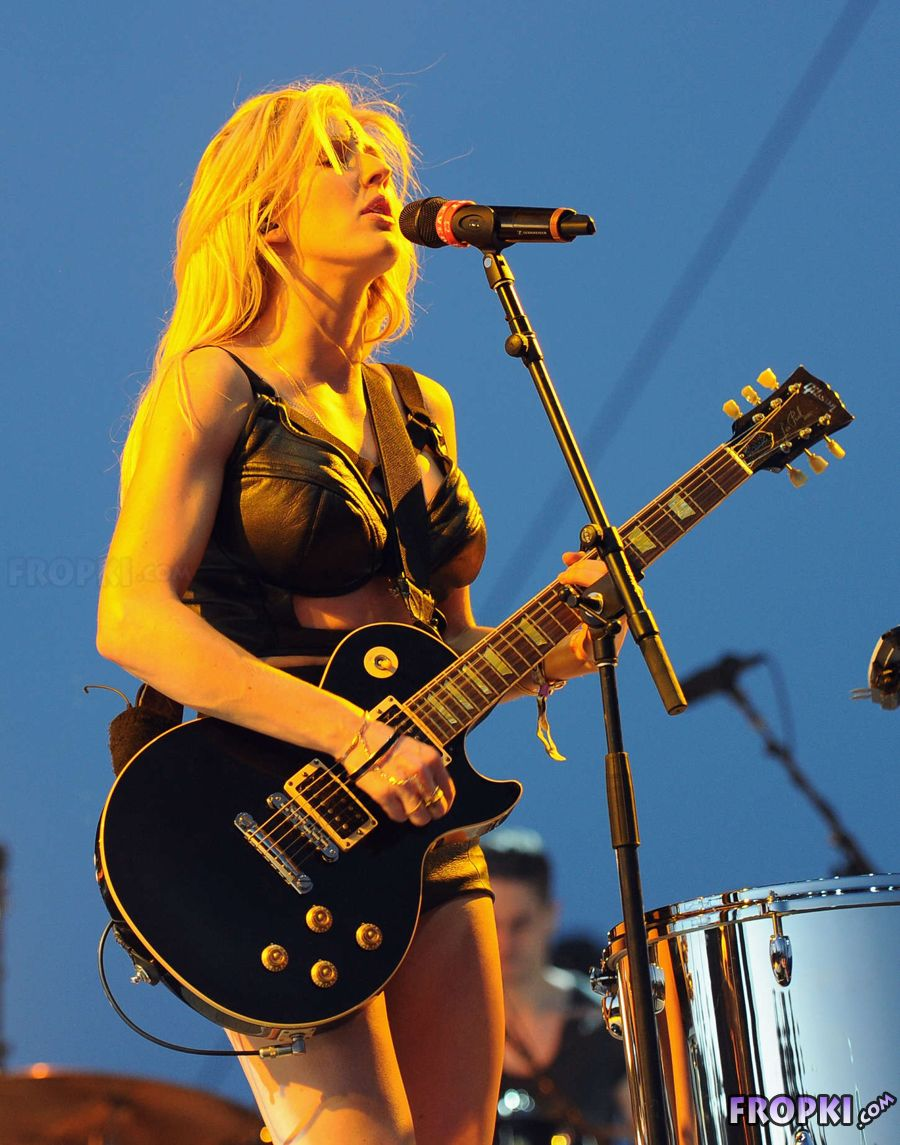 Ellie Goulding - Performing at the 2014 Coachella