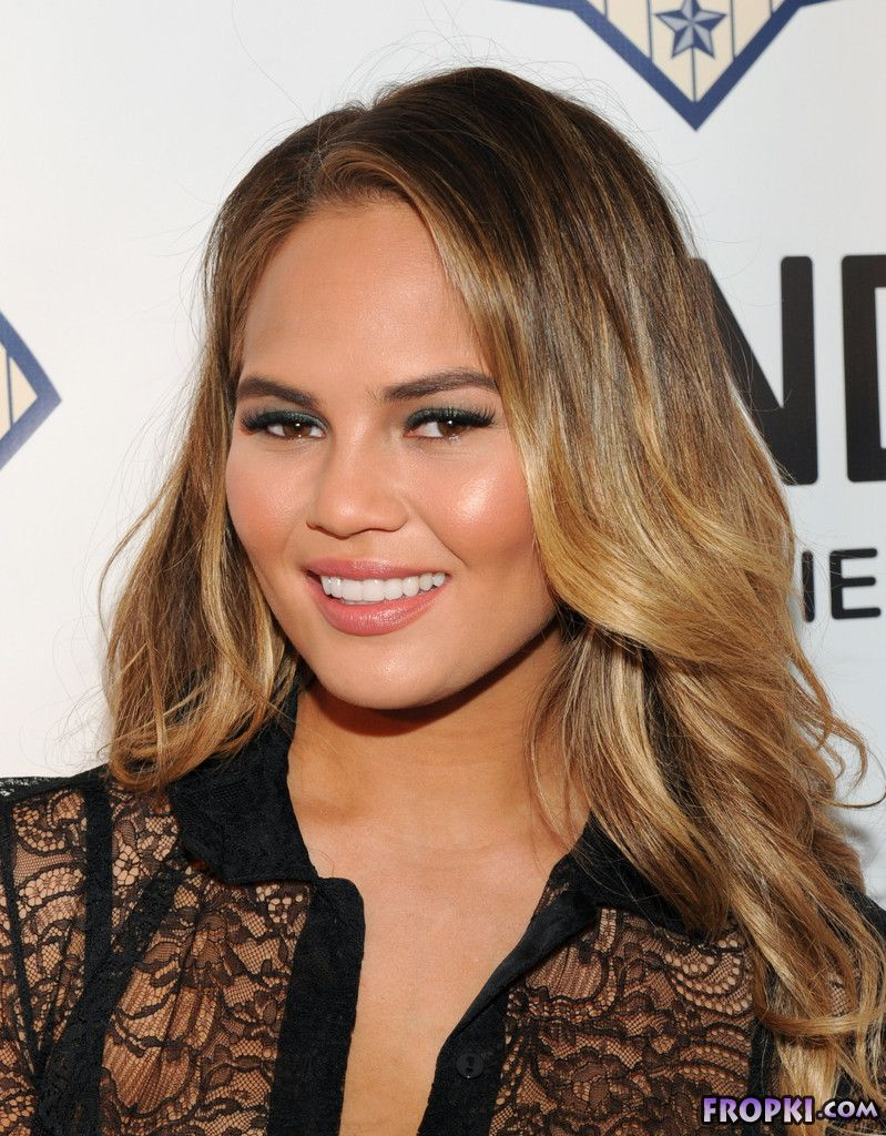 Chrissy Teigen shows off her slim shape