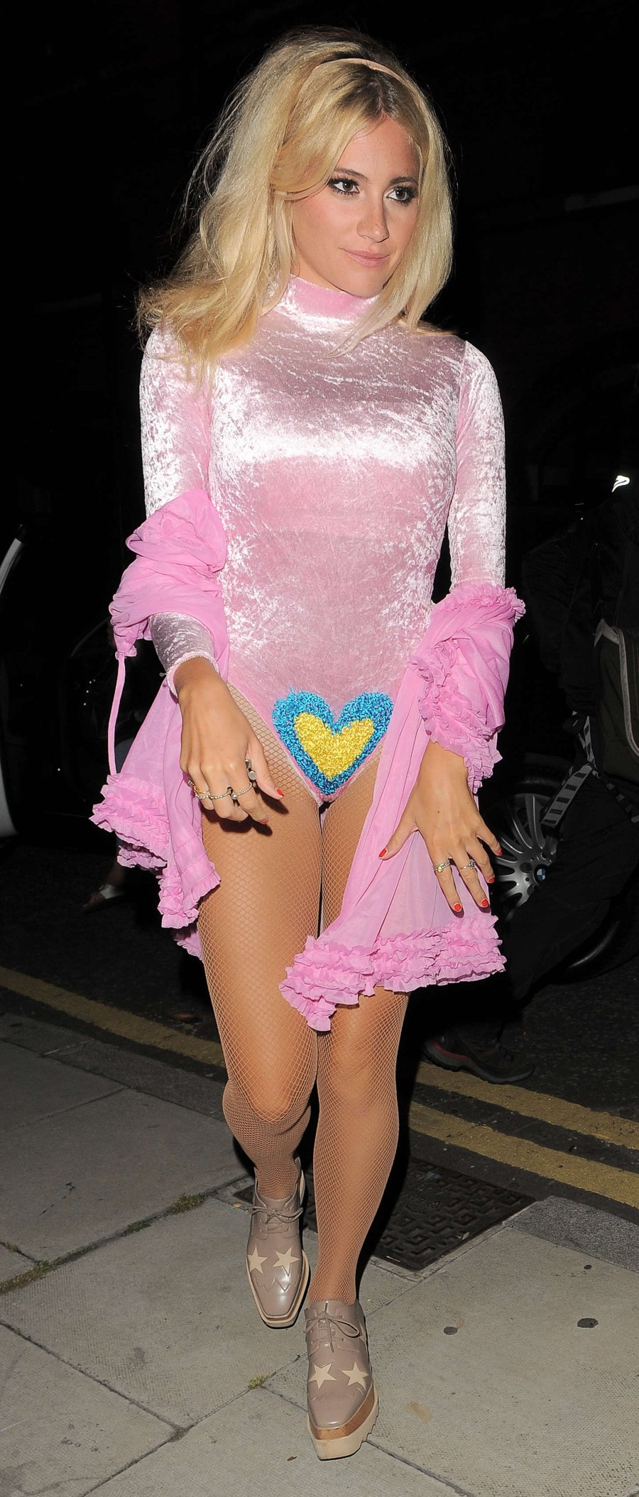 Pixie Lott - Arriving at her Home in London
