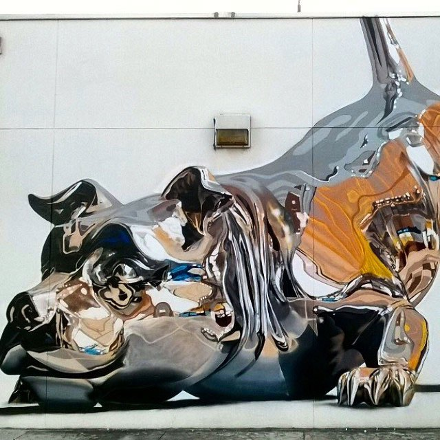 Jaw-Dropping Chrome Dog Mural is Spray Paint