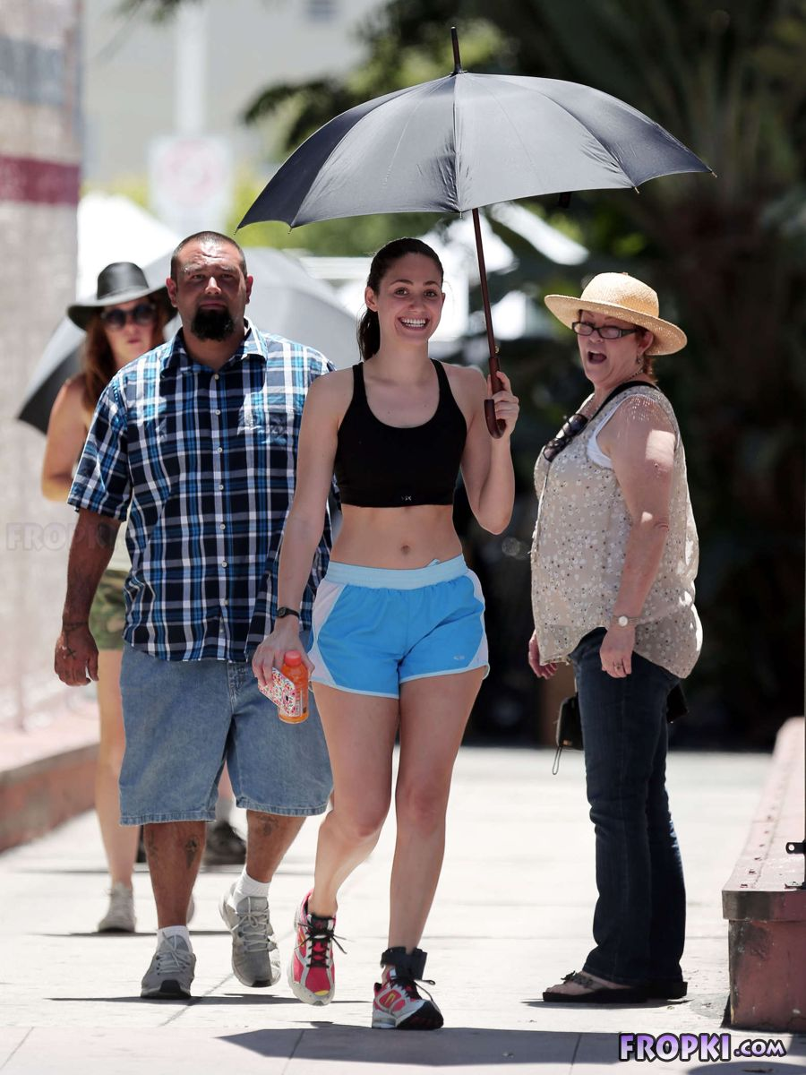 Emmy Rossum shows taut stomach while filming