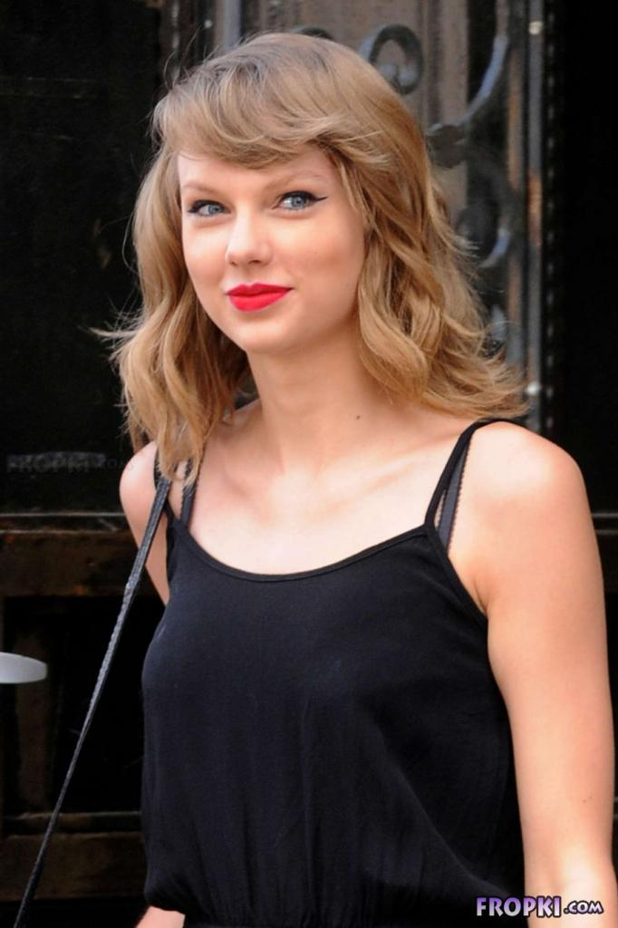Taylor Swift Looks Gorgeous and Sexy in New York