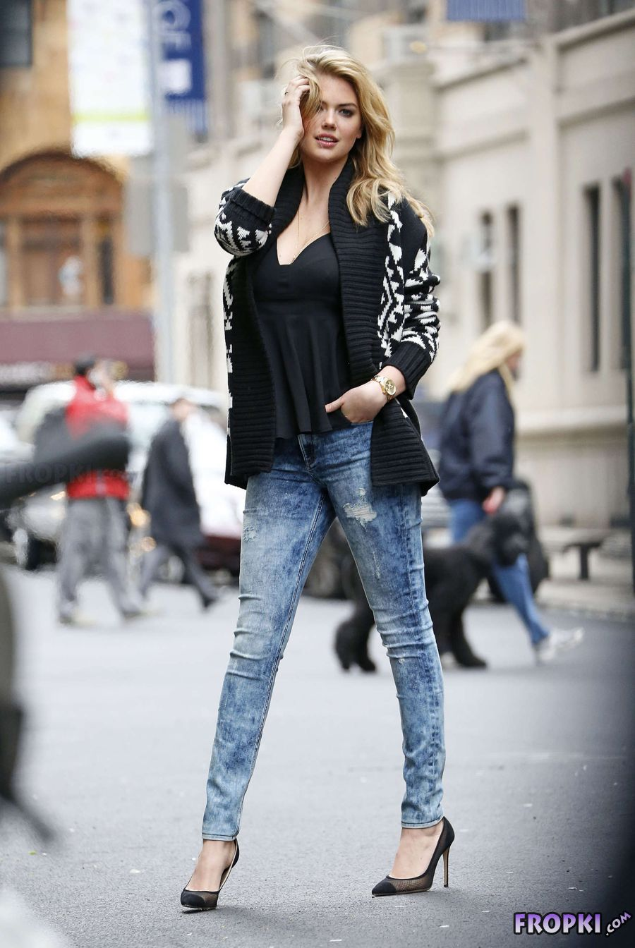 Kate Upton - Poses in Jeans and Black Top in NYC
