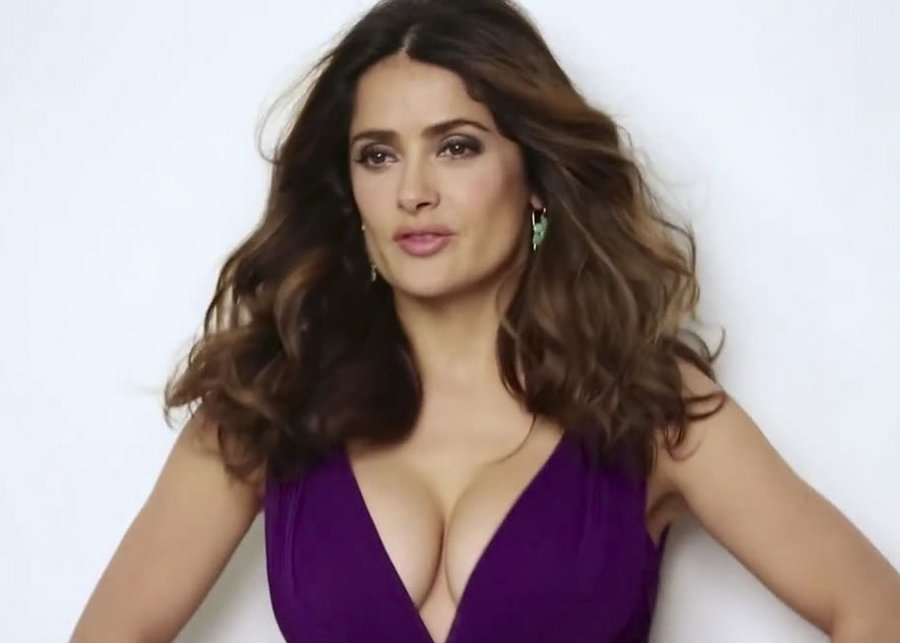 Salma Hayek Maintains her Radiant Complexion