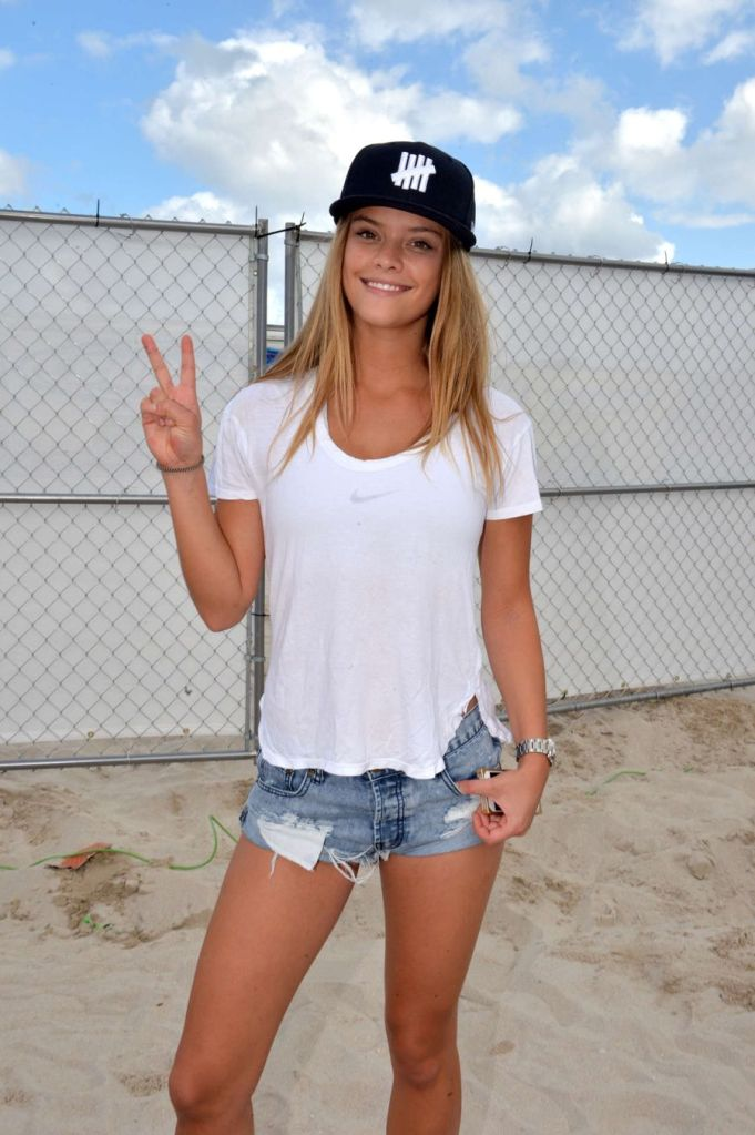 Nina Agdal - Model Beach Volleyball Tournament 2015 in Miami