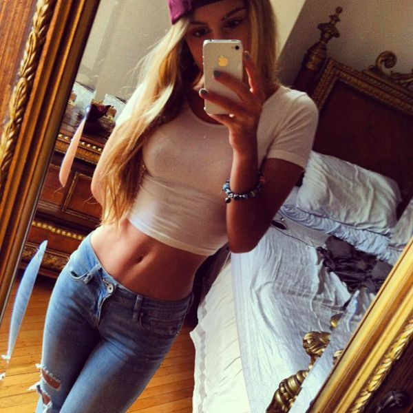 These Jeans Make the Hips Look Amazing