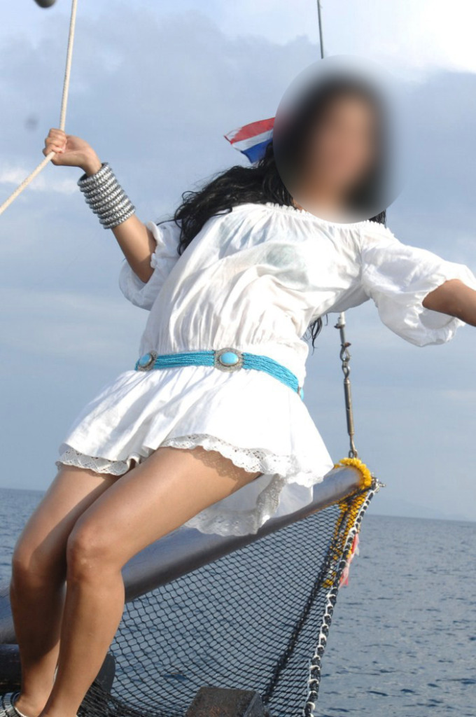 Friday Quiz (20-Mar): Guess Who This Actress Is!