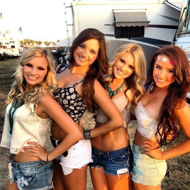 Girls of College Are The Best Reason To Stay In College