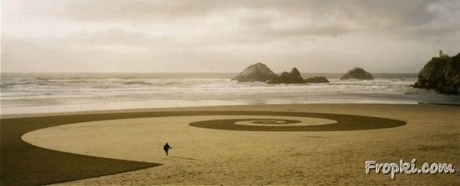 Innovative Art on Beaches