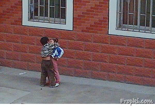 Youngest Bigde hue Kissing Couple